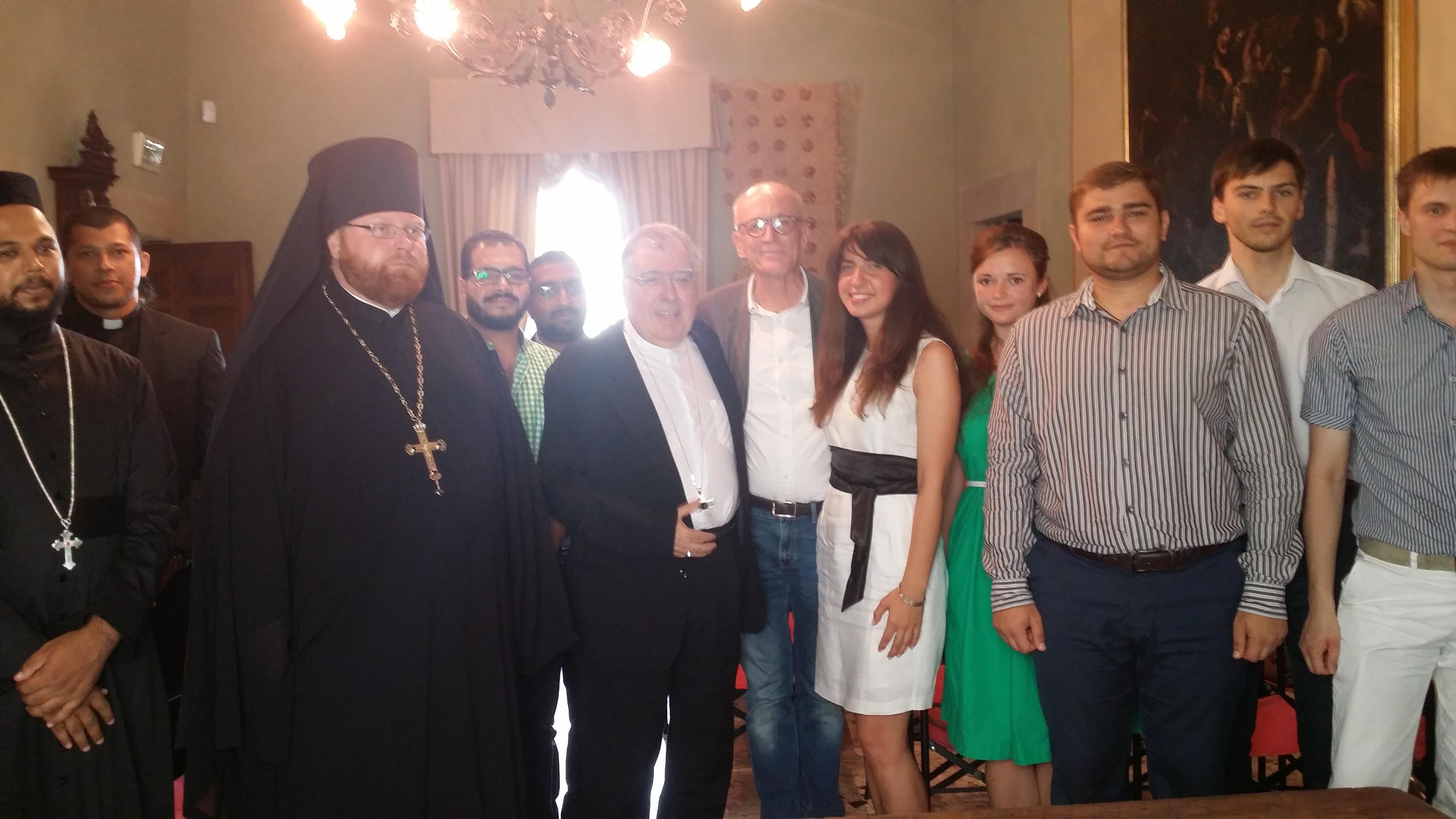 L'arcivescovo Riccardo Fontana accoglie i giovani del Comitè. Un incontro all'insegna del dialogo ecumenico e dell'unità.